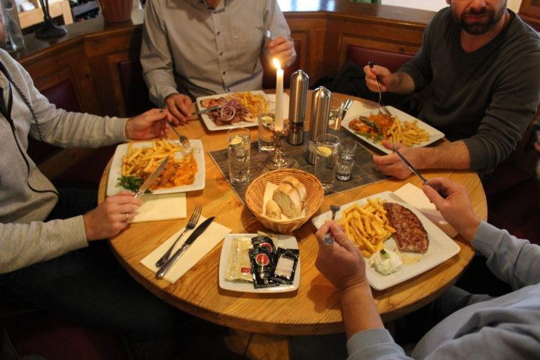 Gemeinsames Essen Mylos Restaurant